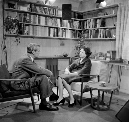 CBS reporter Eric Severeid interviews Carson for <i>CBS Reports</i> in 1963.